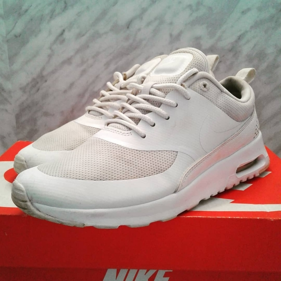 NIKE AIR MAX THEA 599409 104 Women's Size 6.5 White Sneakers Shoes essential
